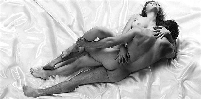 женщина голая двое фото